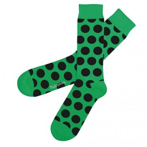 jolies-chaussettes-vertes-gros-pois-noirs-poison-frog